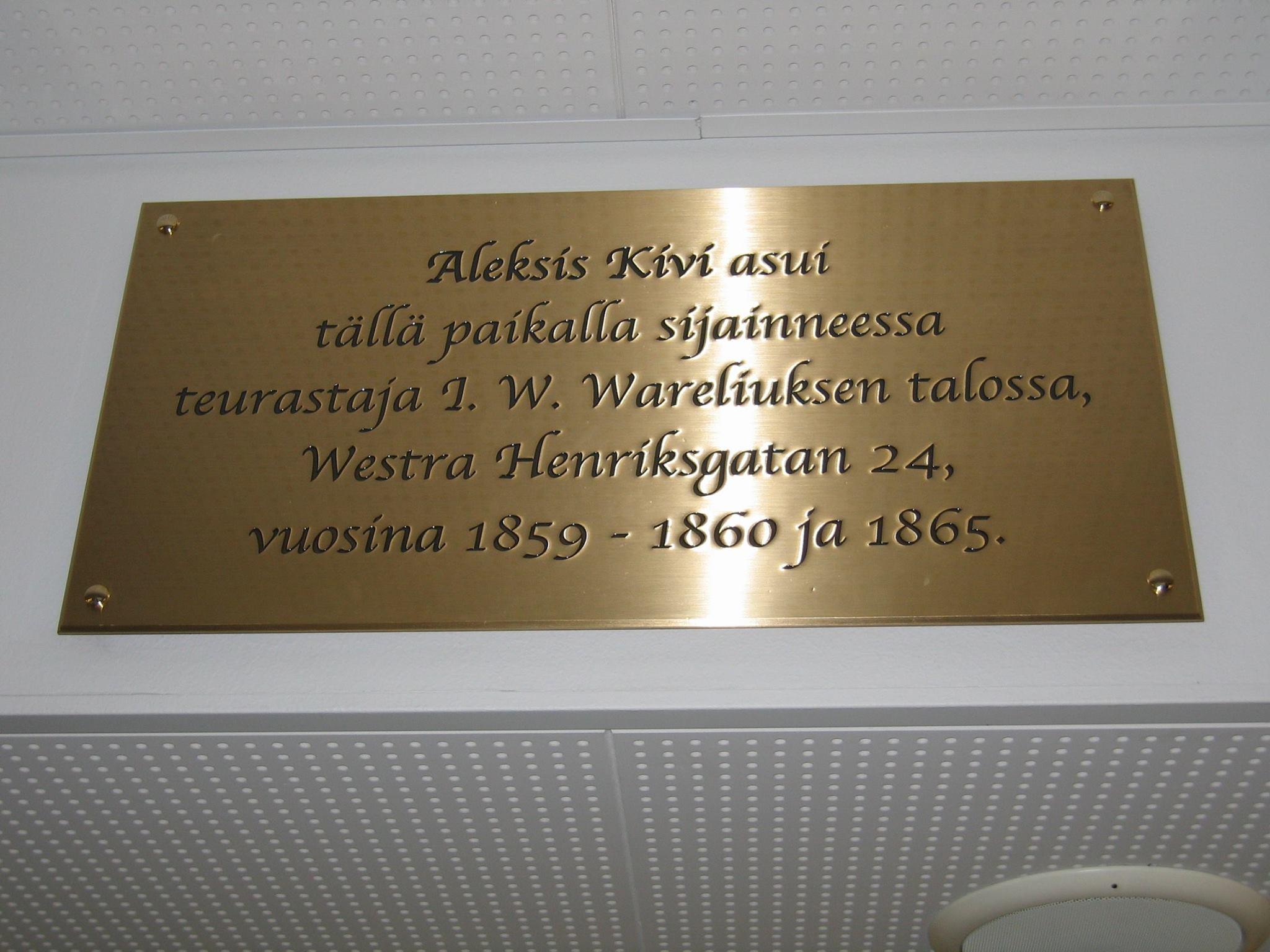 Aleksis Kivi -laatta Forumin kauppakeskukseen